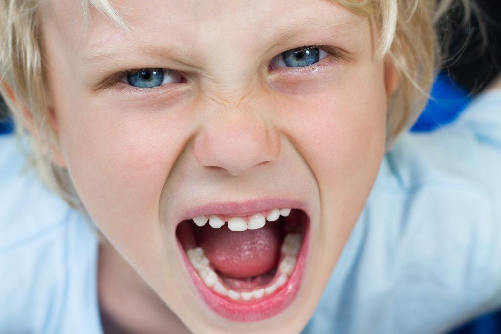 Nahaufnahme wütender Junge
